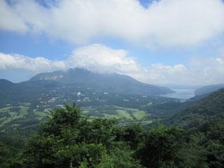 長尾峠から大涌谷を見る