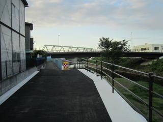 ブルーライン鉄橋下