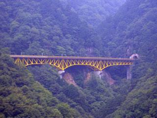 黄色い陸橋